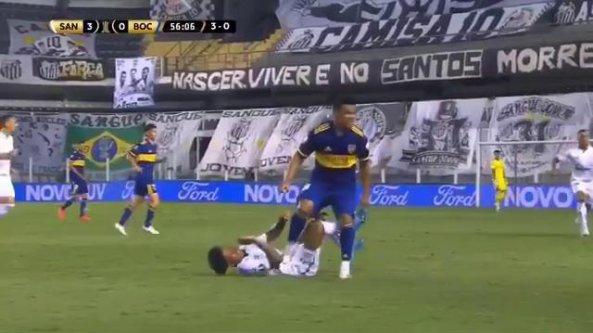 Il pestone killer del terzino, simbolo del match disastroso del Boca Juniors