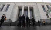 La difesa chiede la perizia psichiatrica per il bancario accusato dell'omicidio di una trans