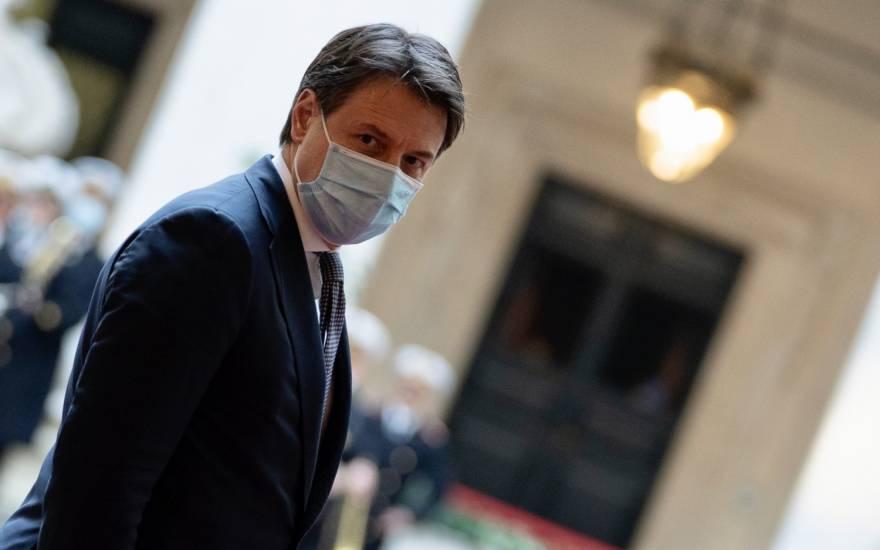 Conte ora sfida Renzi: al Colle per firmare l'interim